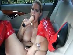 German slut fucks herself on the backseat