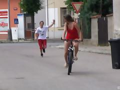Teen cutie takes time off her bike ride for an outdoors pussy pounding
