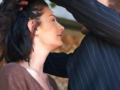 Guy puts a blindfold on his girlfriend and bangs her hard