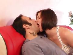 Bobbi Starr deepthroats the dick that stretches her ass