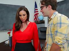 Kendra Lust has her delicious clam tasted and boned in a classroom