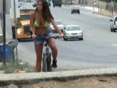 Amateur girl sucking cock beside street