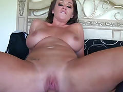 Chloe Reese Carter desires to be banged in her cute pussy