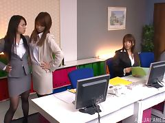 Japanese office girl gets her vag fingered and fucked