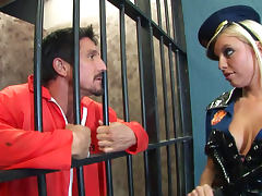 Pretty babe Britney Amber gives a blowjob in the prison