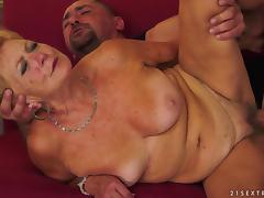 Blonde granny deepthroats a cock and gets her quaggy snatch drilled