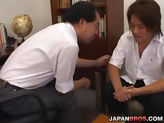 Young Japanese babe gets nasty with an old professor´s dickhead
